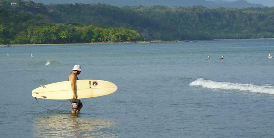Intermediatte surfer riding green waves