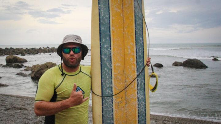 Torneo de surf en playa Los Cedros