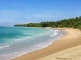 día soleado en playa los Cedros beach